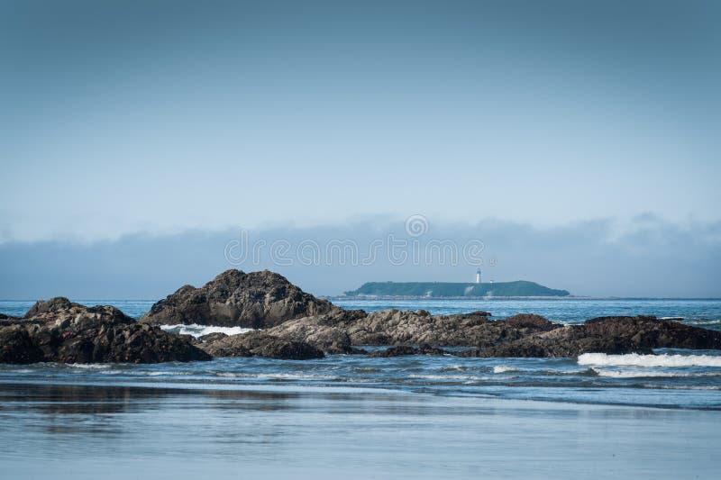 红宝石海滩风景看法与灯塔的 免版税库存图片