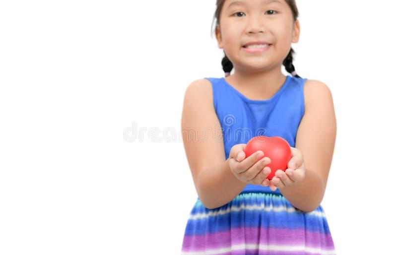 红心在白色隔绝的女孩的手上 免版税图库摄影