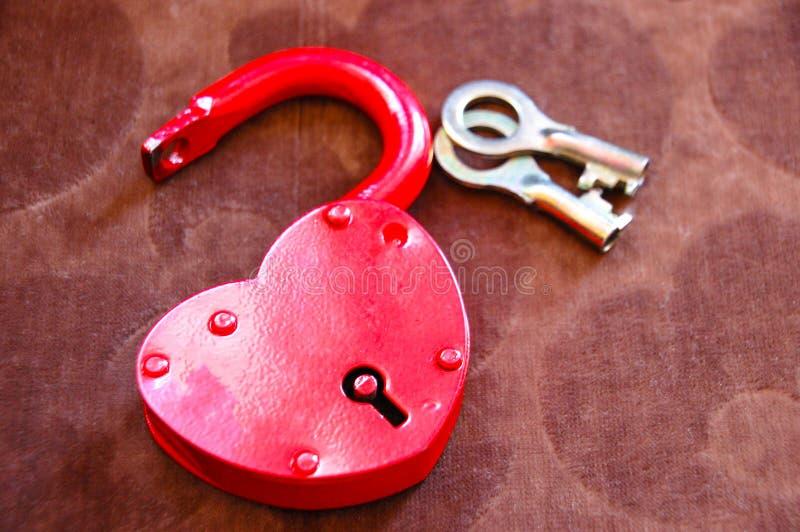 红心锁和钥匙 免版税库存照片
