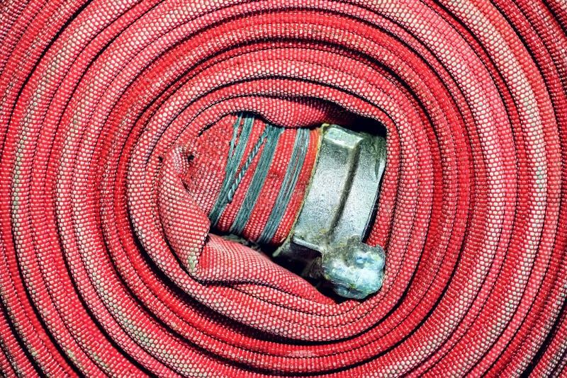 红火水管受伤入螺旋 特写镜头 在视图之上 库存图片