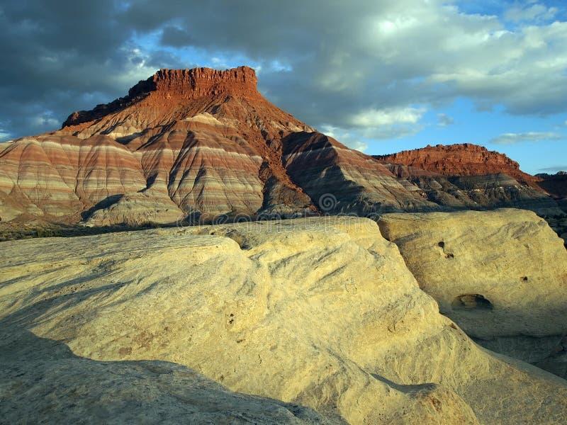 Download 红砂岩白色 库存照片. 图片 包括有 室外, 石头, 贫瘠, 风景, 本质, 西南, 沙漠, 天空, 岩石 - 22353886