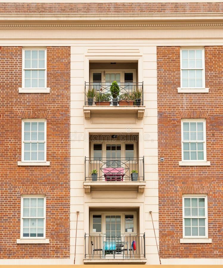 红砖公寓对称 免版税库存照片