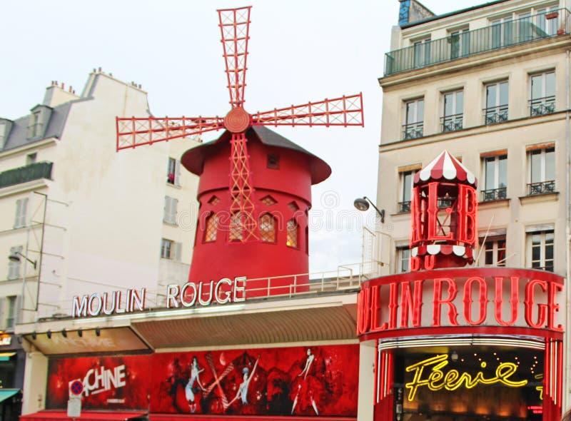 红磨坊、大厦和建筑学特点巴黎 免版税库存照片
