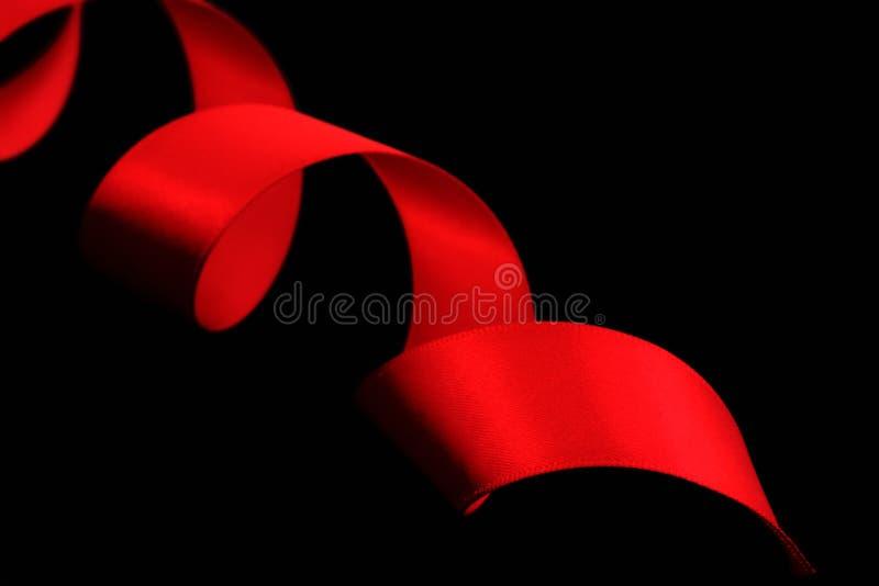 红色丝带缎螺旋 库存图片