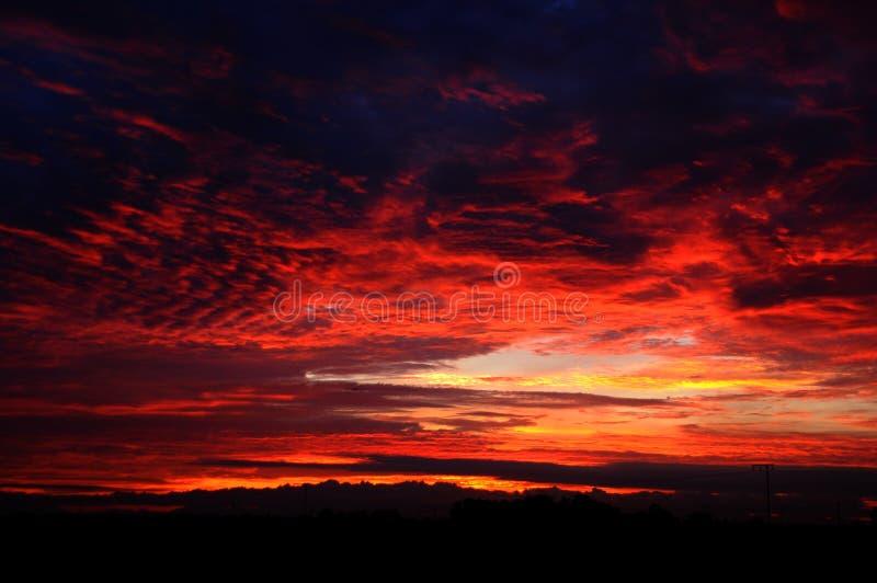 Download 红色云彩 库存图片. 图片 包括有 平静, 多云, 日落, 黎明, 黄昏, 早晨, 云彩, 红色, 风景 - 30338445