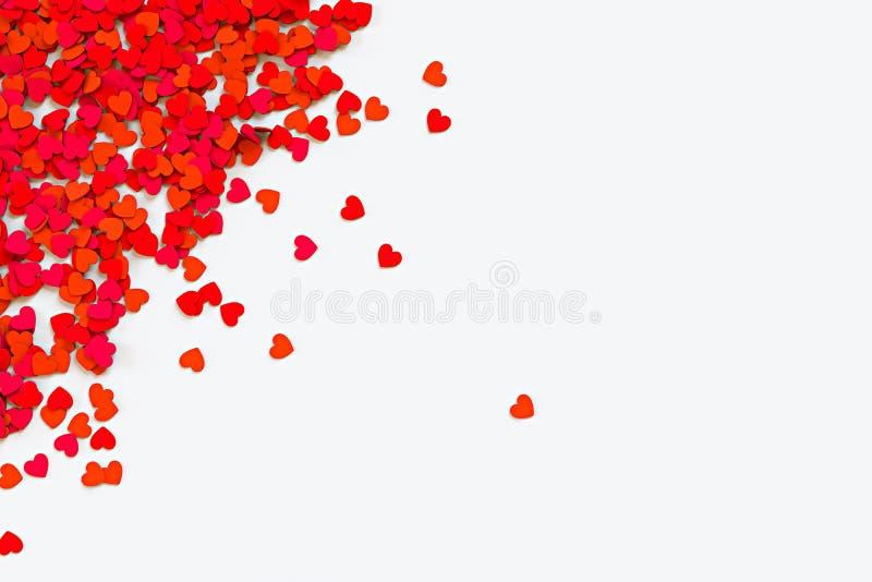 红色五彩纸屑的重点 消散在白色背景的被垄断的边界 截去容易的编辑文件例证的3d包括了路径翻译 皇族释放例证