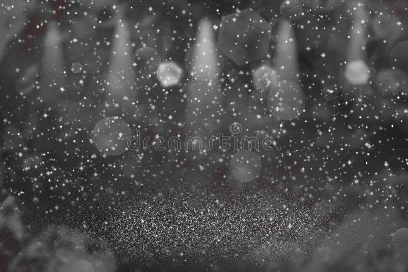 红色俏丽的精采与火花的闪烁光defocused阶段聚光灯bokeh抽象背景飞行,假日大模型纹理 库存照片
