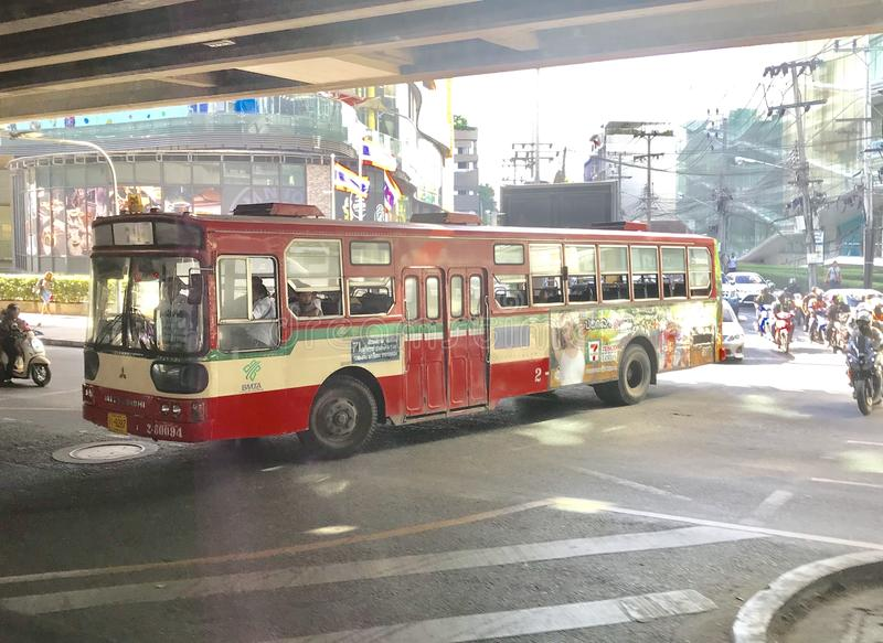 红色公共汽车在泰国 免版税图库摄影