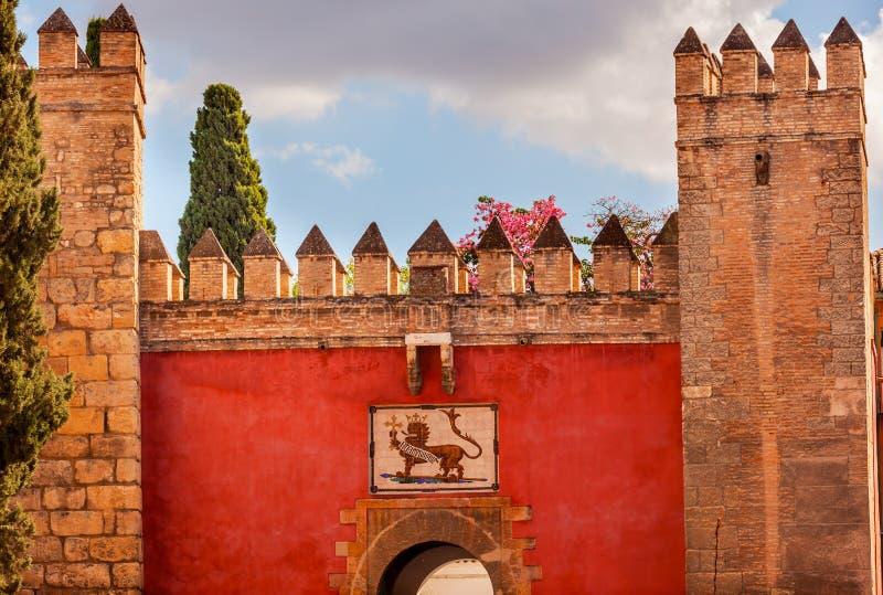 红色前门城堡王宫塞维利亚西班牙 库存照片