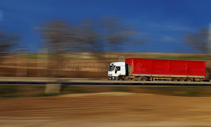 红色加速的卡车 免版税库存图片