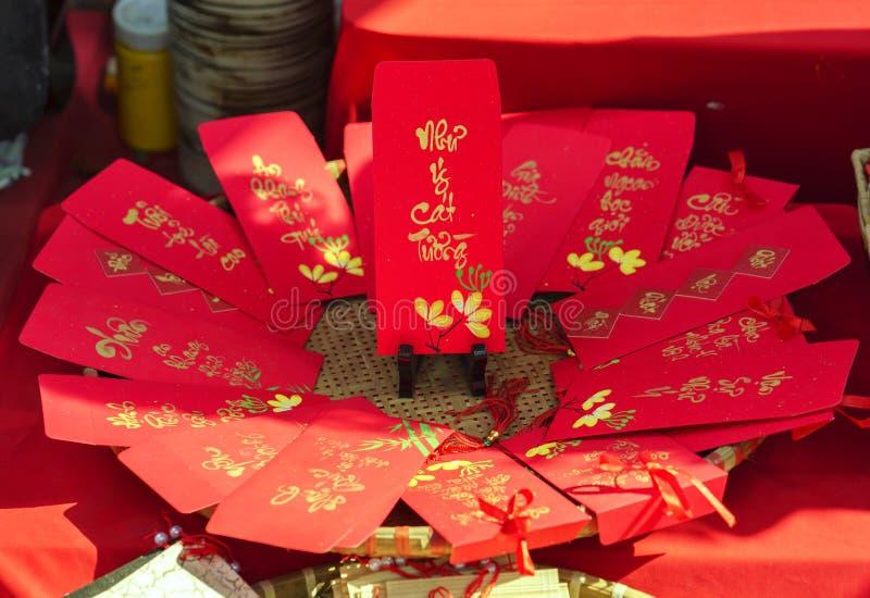 红色包围用文本`优点装饰的旧历新年书法,时运,在越南语的长寿` 免版税库存图片