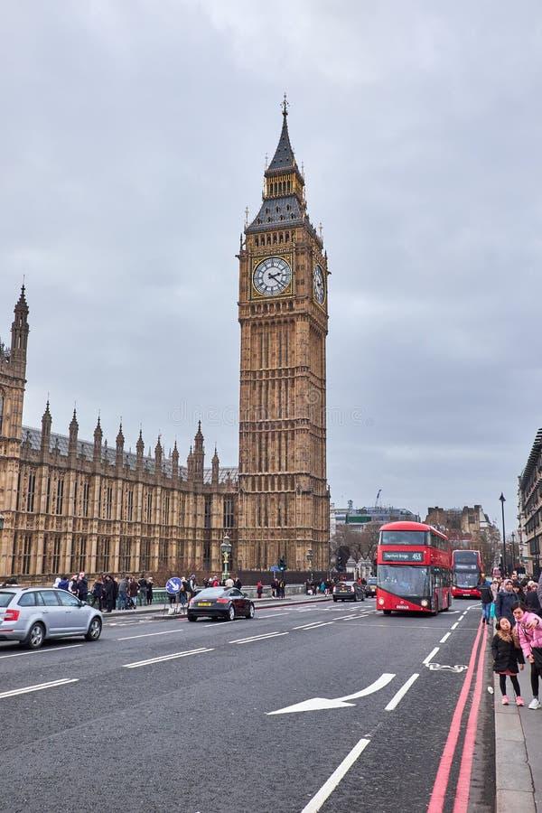红色双层公共汽车和大笨钟 免版税图库摄影