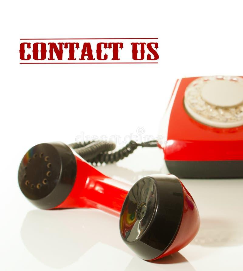 红色古板的电话-与我们联系概念 库存照片