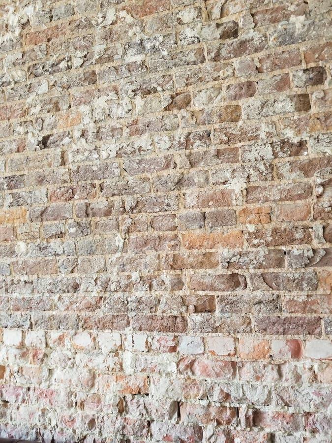 红色和布朗砖墙 免版税库存图片
