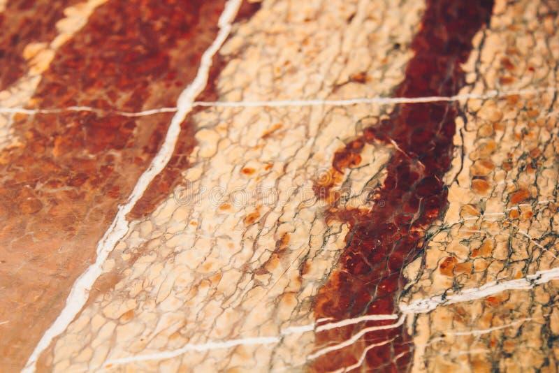 红色和白色大理石石关闭纹理  特写镜头层状岩石结构 库存照片