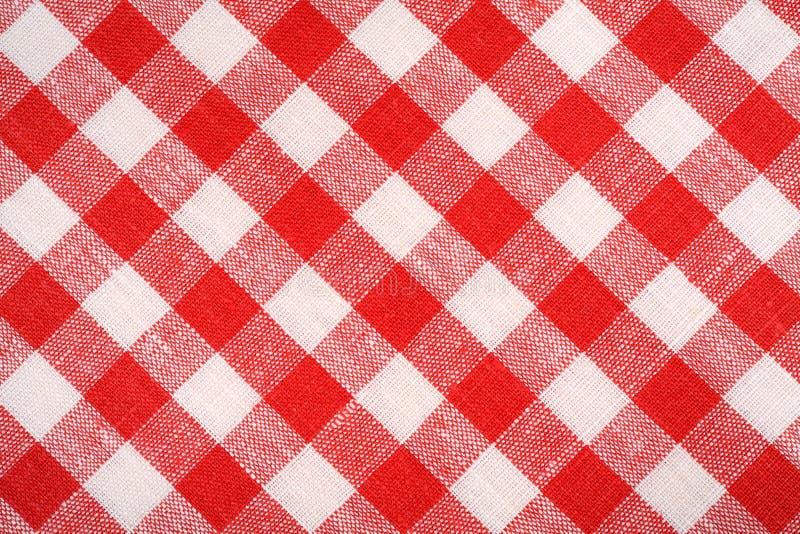 红色和白色格子花呢披肩织品 亚麻制红色方格 背景和纹理 免版税库存图片