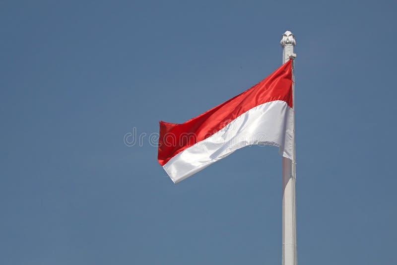 红色和白色的是印度尼西亚的旗子 免版税库存图片