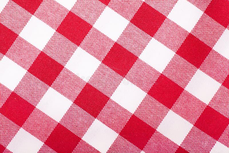 红色和空白桌布