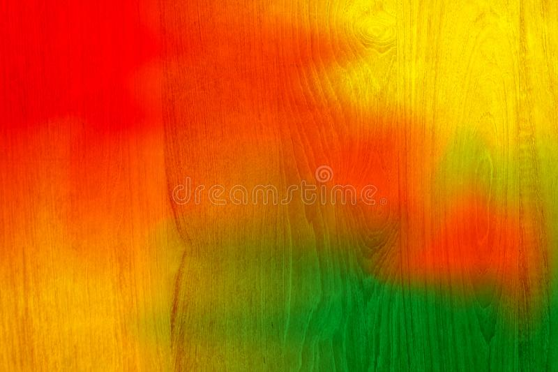 红色和绿色五颜六色的木板条崩裂了背景,五颜六色的被绘的木纹理墙壁,上色抽象绘画纹理 库存照片
