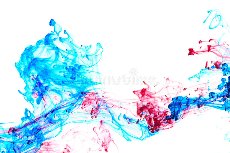 红色和蓝墨水在水中 库存图片