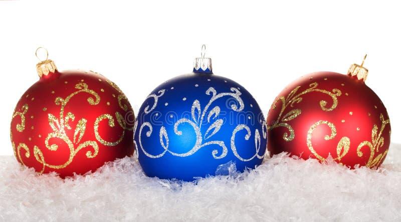 红色和蓝色圣诞节球 库存照片