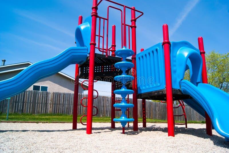 红色和蓝色操场公园结构 库存照片