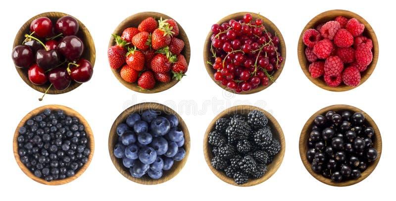 红色和蓝色食物 在白色背景和果子隔绝的莓果 不同的果子和莓果拼贴画在绿色和红色 库存图片