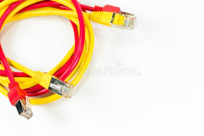 红色和黄色补丁缚住与RJ45在丝毫隔绝的连接器 图库摄影