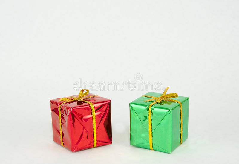 红色和绿色圣诞节礼物 库存照片