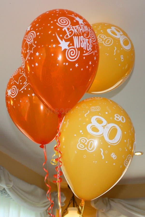 红色和黄色第80个生日庆祝气球 免版税库存图片
