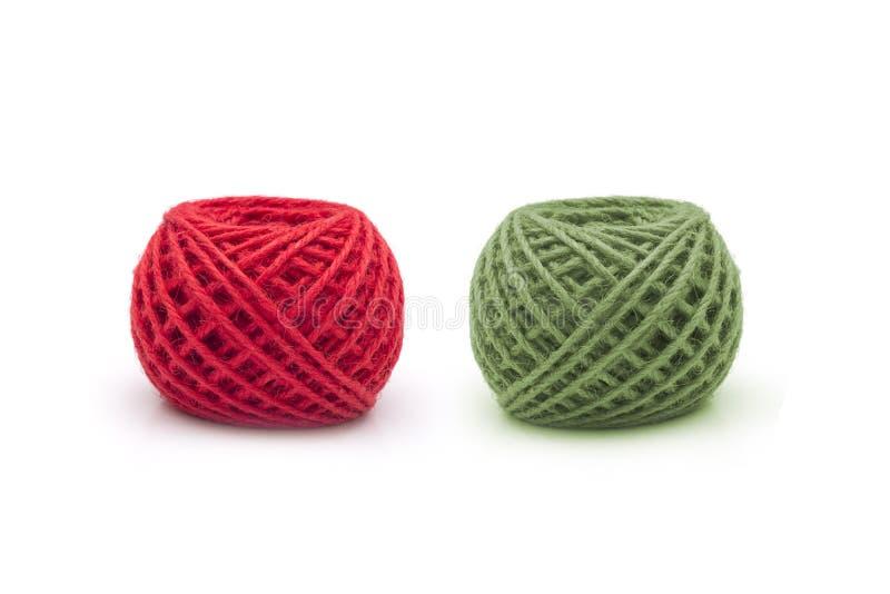 红色和绿色缠结在白色背景穿线 图库摄影