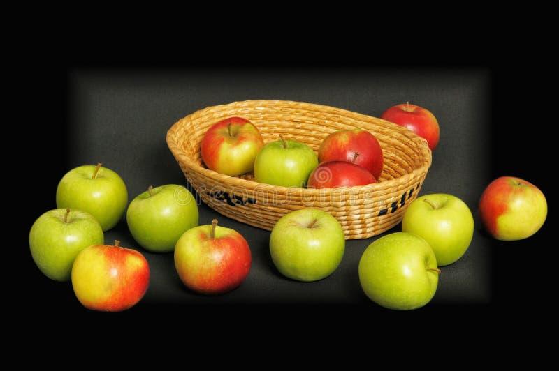 红色和绿色苹果 免版税库存图片