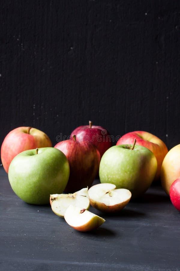 红色和绿色苹果 库存照片