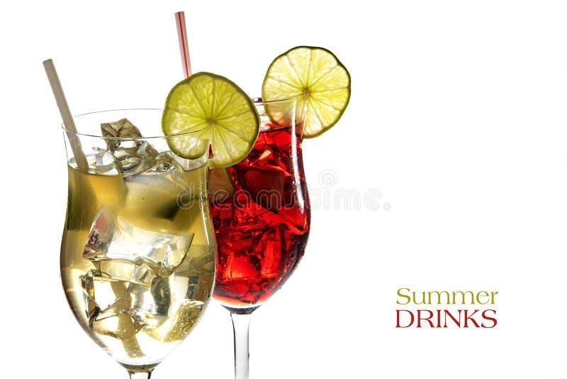 红色和黄色鸡尾酒,从limone汁液的新配制饮料  免版税图库摄影