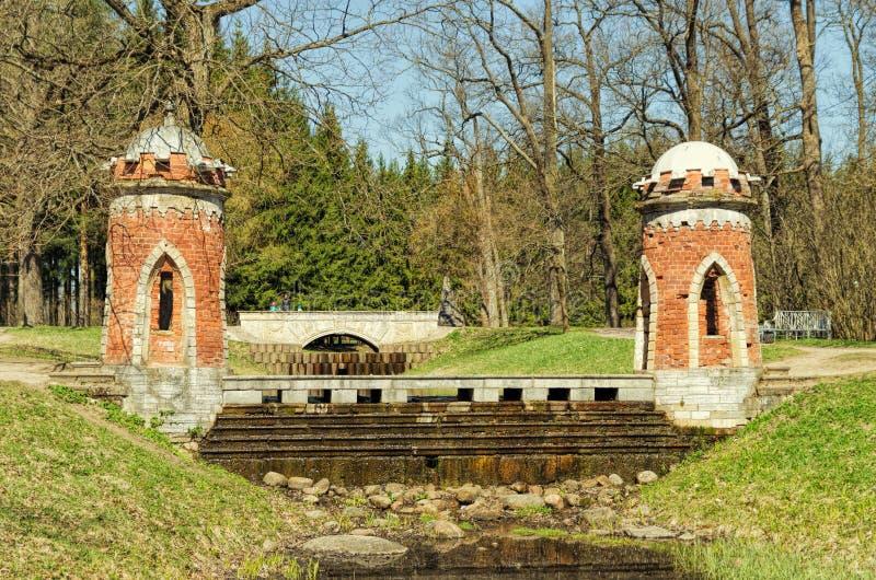 红色土耳其小瀑布在凯瑟琳公园在Tsarskoye Selo 库存图片