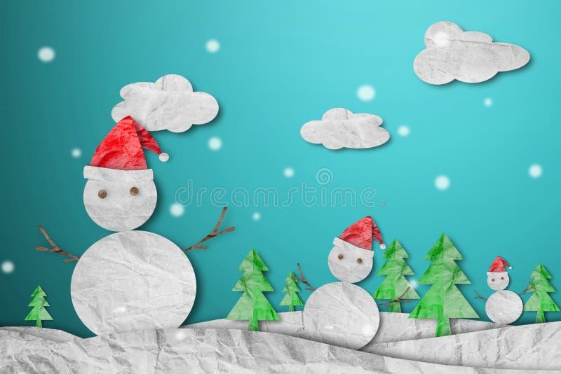 戴红色圣诞老人帽子的雪人在与雪,纸裁减的冬天由被弄皱的纸,圣诞节背景制成 库存例证