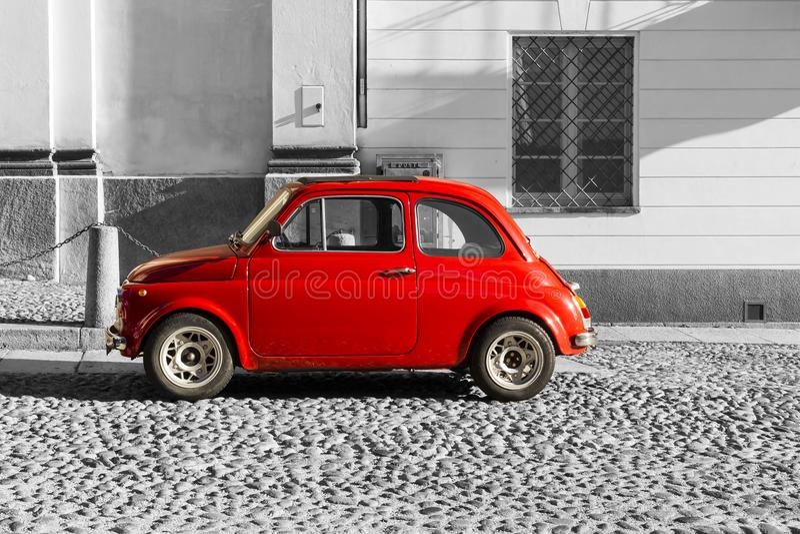 红色在黑白背景的葡萄酒意大利汽车 库存照片