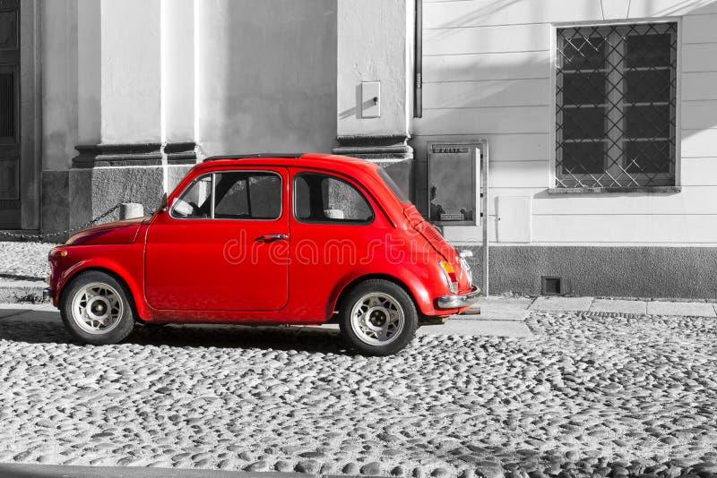 红色在黑白背景的葡萄酒意大利汽车 库存图片