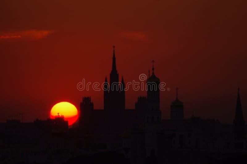 红色天空和太阳桔子 库存图片