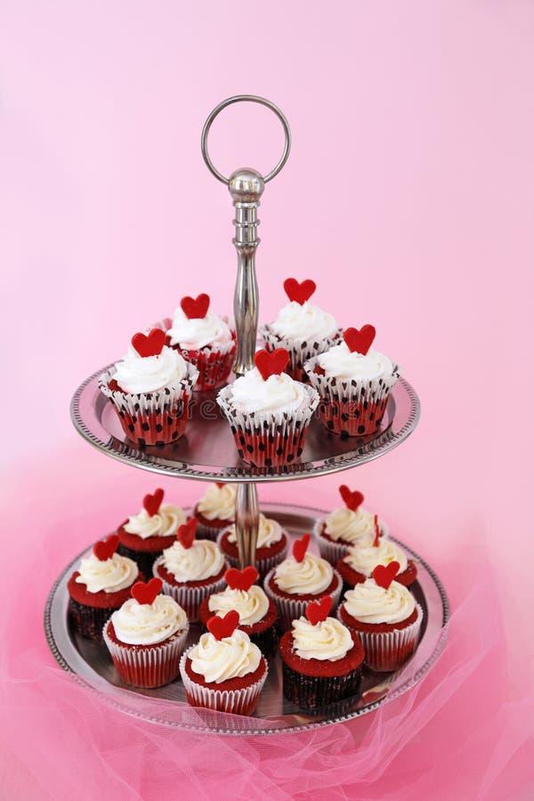 红色天鹅绒杯形蛋糕 免版税库存图片