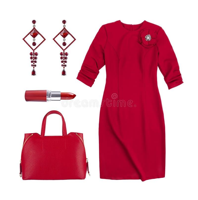 红色女性礼服、提包、在白色隔绝的唇膏和耳环 免版税图库摄影