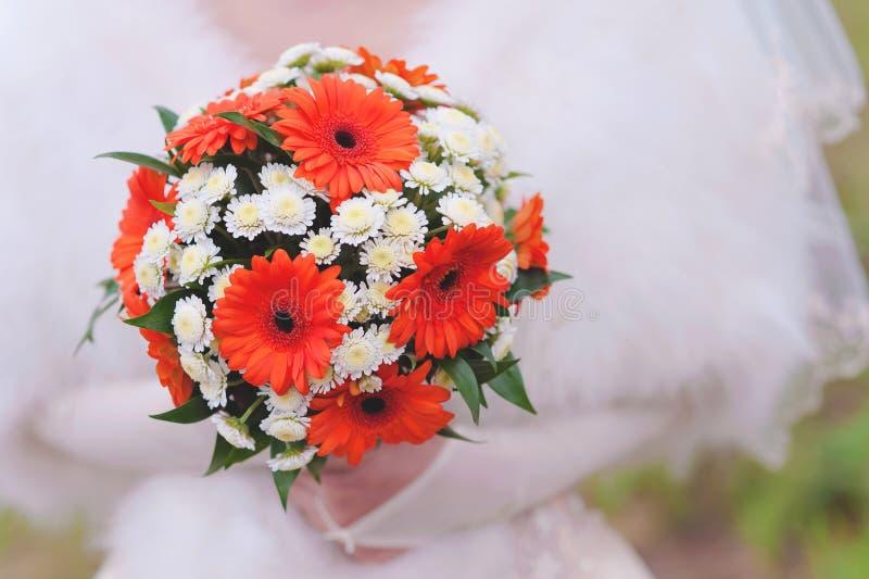红色婚礼花束 免版税图库摄影