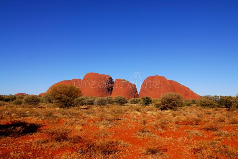 红色岩石山。 库存照片