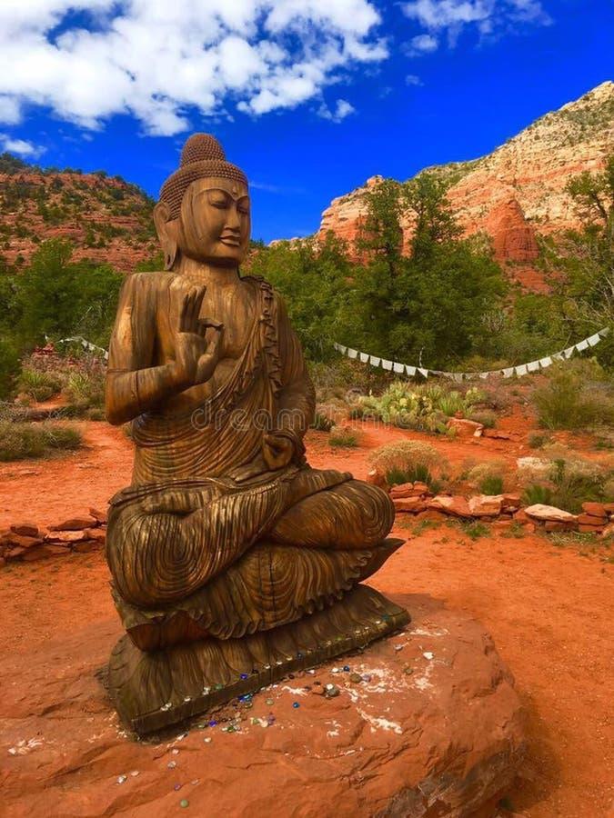 红色岩石的菩萨 免版税图库摄影