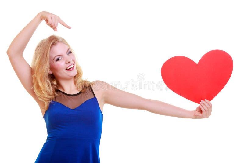 红色心脏。爱标志。妇女举行情人节标志。 免版税库存图片