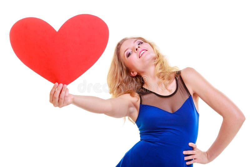 红色心脏。爱标志。妇女举行情人节标志。 免版税库存照片