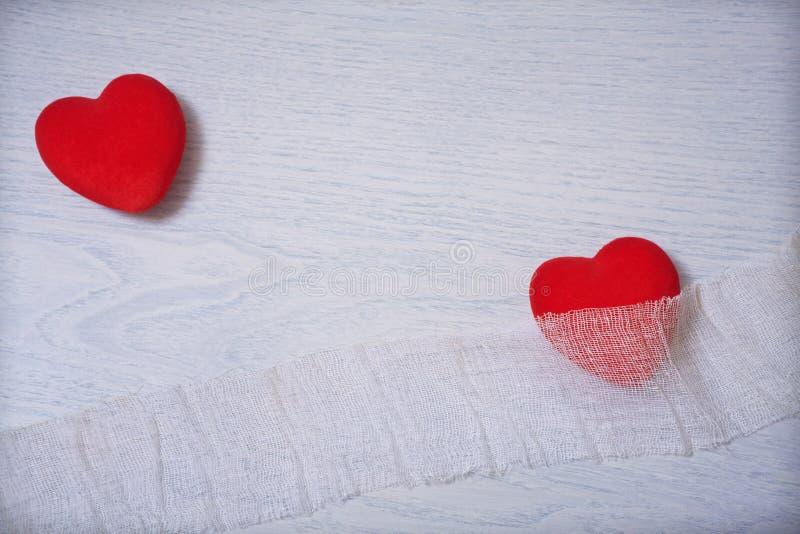 红色心脏伤害并且保护 免版税库存图片
