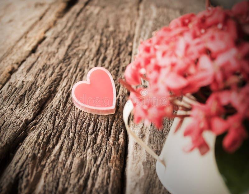 红色心脏和花 库存照片