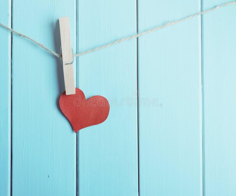 红色心脏由纸制成 免版税库存图片