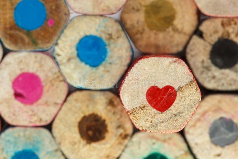 红色心脏铅笔蜡笔 免版税库存照片